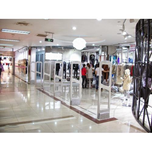 6 Lợi ích khi lắp đặt cổng từ an ninh cho shop thời trang